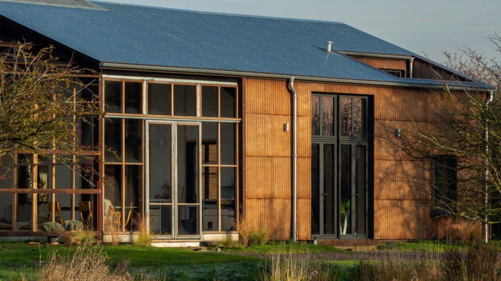 Пригородный дом из экологически чистых материалов